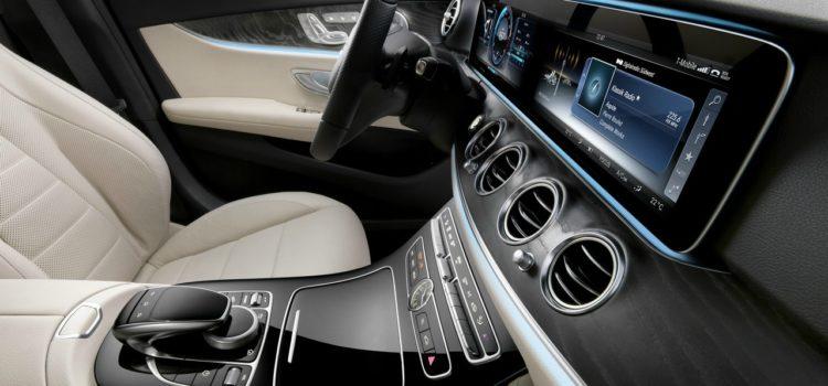 MERCEDES E avec Remote Control…et la voiture devient très autonome